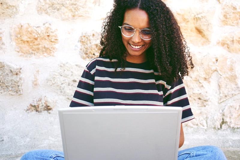Suivre son cycle menstruel par ordinateur en ligne via sympto ou autre application mobile